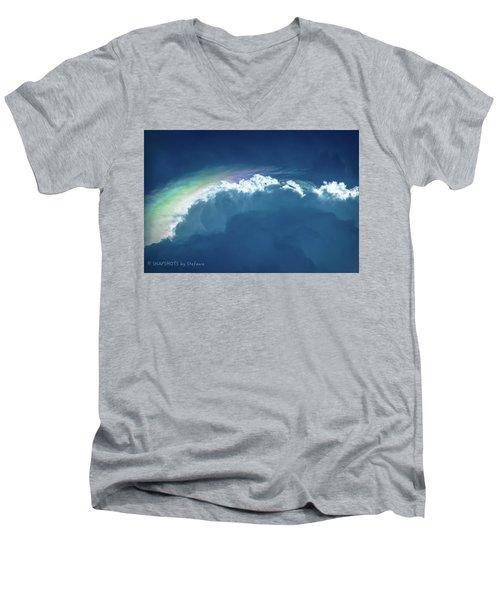 Rainbow Peeking Men's V-Neck T-Shirt