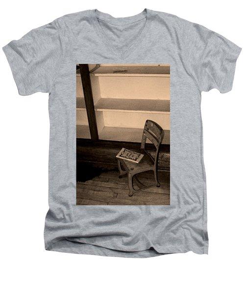 Reading Time Men's V-Neck T-Shirt