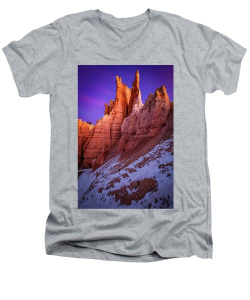 Red Peaks Men's V-Neck T-Shirt