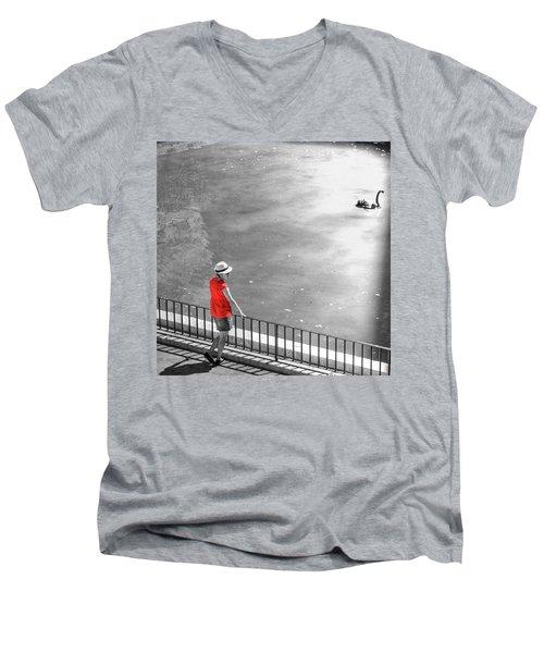 Red Shirt, Black Swanla Seu, Palma De Men's V-Neck T-Shirt