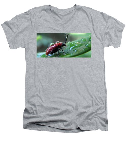 Refreshing Shower_4232 Men's V-Neck T-Shirt