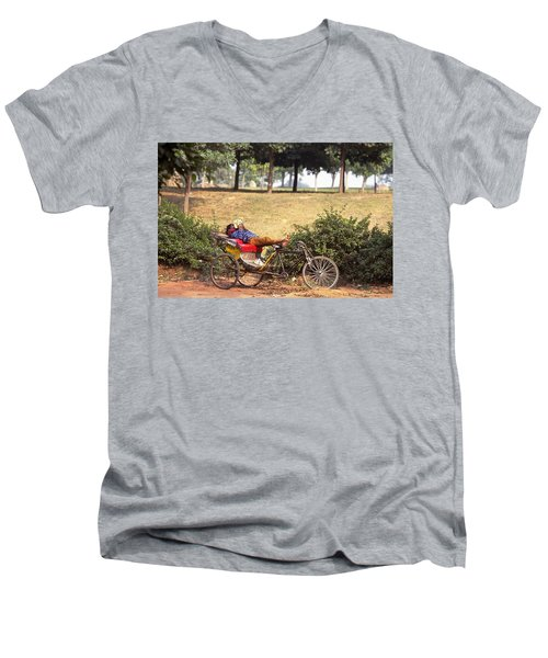 Rickshaw Rider Relaxing Men's V-Neck T-Shirt