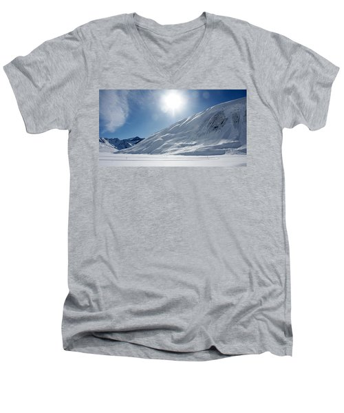 Rifflsee Men's V-Neck T-Shirt