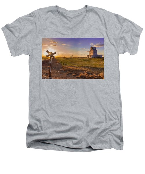 End Of The Day On The Montana Hi Line Men's V-Neck T-Shirt