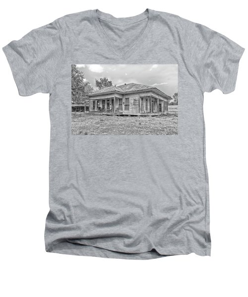 Roadside Old House Men's V-Neck T-Shirt