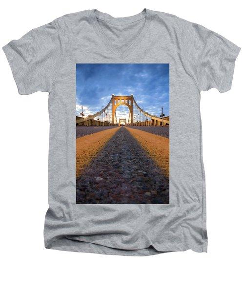 Roberto Clemente  Men's V-Neck T-Shirt