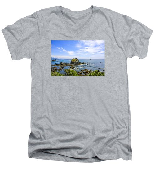 Rocky Pacific Coastline Men's V-Neck T-Shirt