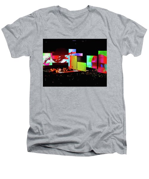 Roger Waters Tour 2017 - Another Brick In The Wall IIi Men's V-Neck T-Shirt