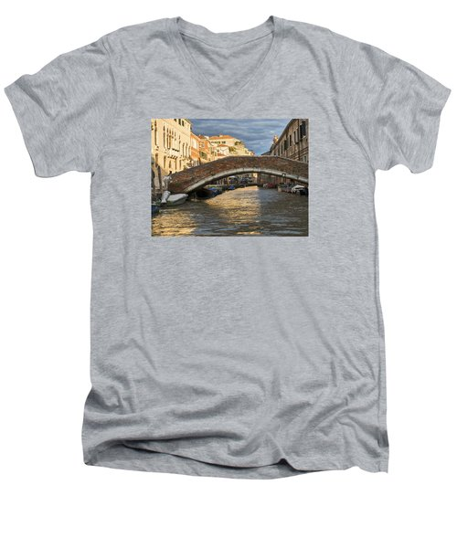 Romantic Venice Men's V-Neck T-Shirt