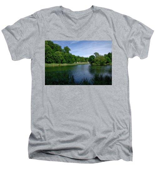 Rood Klooster Men's V-Neck T-Shirt