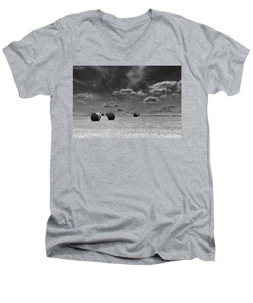Round Straw Bales Landscape Men's V-Neck T-Shirt