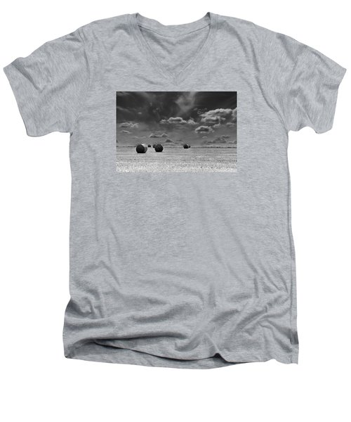 Round Straw Bales Landscape Men's V-Neck T-Shirt