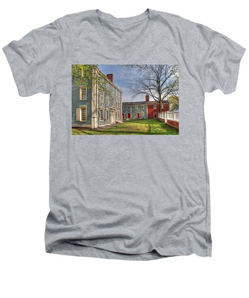 Royall House And Slave Quarters Men's V-Neck T-Shirt