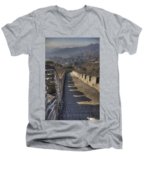 Rusti  Great Wall Hdr Men's V-Neck T-Shirt