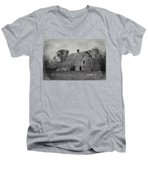 Rustic And Ramshackle Men's V-Neck T-Shirt