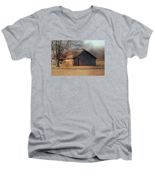 Rustic Midwest Barn Men's V-Neck T-Shirt