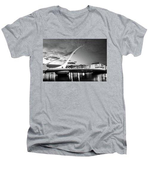 Samuel Beckett Bridge In Bw Men's V-Neck T-Shirt