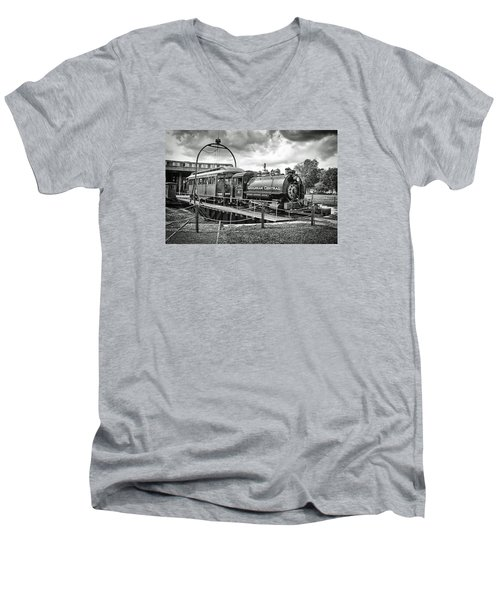 Savannah Central Steam Engine On Turn Table Men's V-Neck T-Shirt