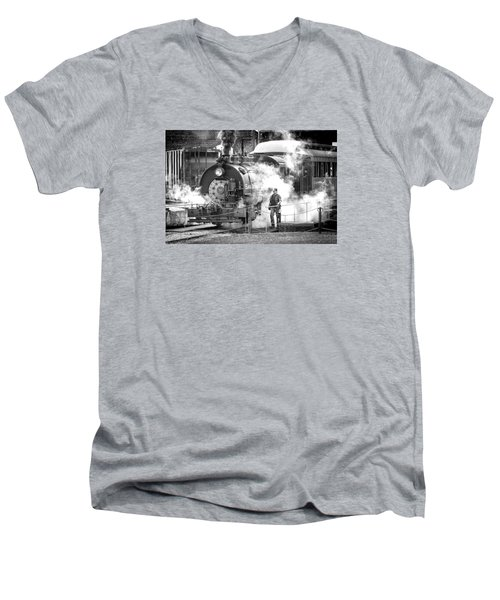Savannah Central Steam Locomotive Men's V-Neck T-Shirt