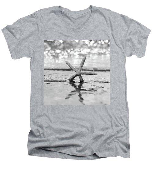 Sea Star Bw Men's V-Neck T-Shirt