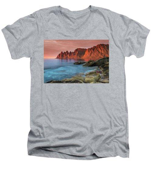 Senja Red Men's V-Neck T-Shirt