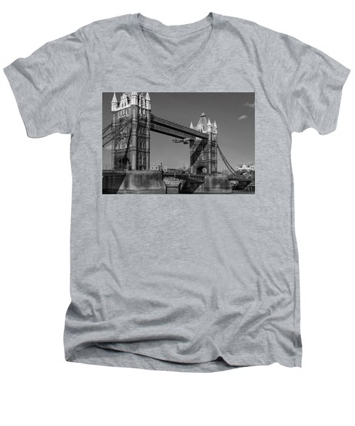 Seven Seconds - The Tower Bridge Hawker Hunter Incident Bw Versio Men's V-Neck T-Shirt