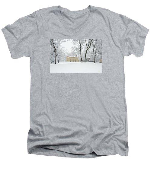 Shaker Winter Men's V-Neck T-Shirt