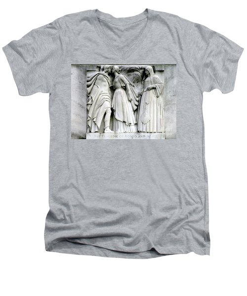 Shakespeares Romeo And Juliet Men's V-Neck T-Shirt