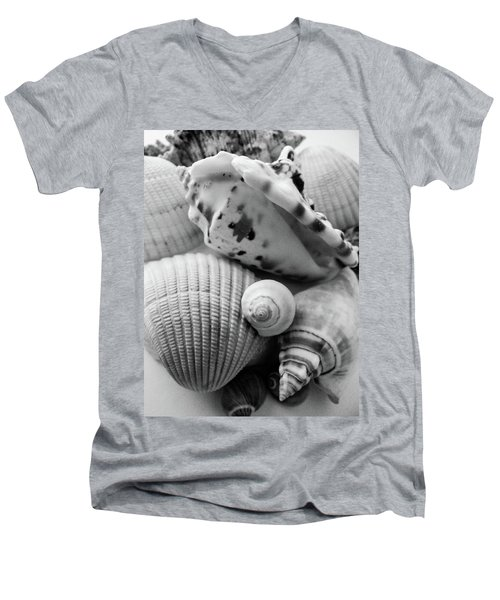 She Sells Seashells Men's V-Neck T-Shirt