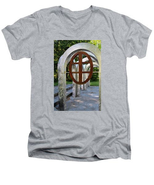 Small Park With Arches Men's V-Neck T-Shirt