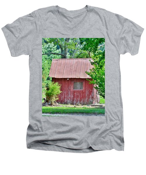 Small Red Barn - Lewes Delaware Men's V-Neck T-Shirt