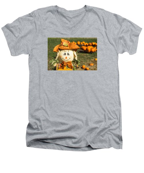 Smiling Scarecrow With Pumpkins Men's V-Neck T-Shirt