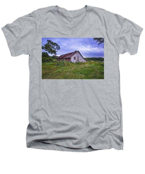 Smith Farm Barn Men's V-Neck T-Shirt