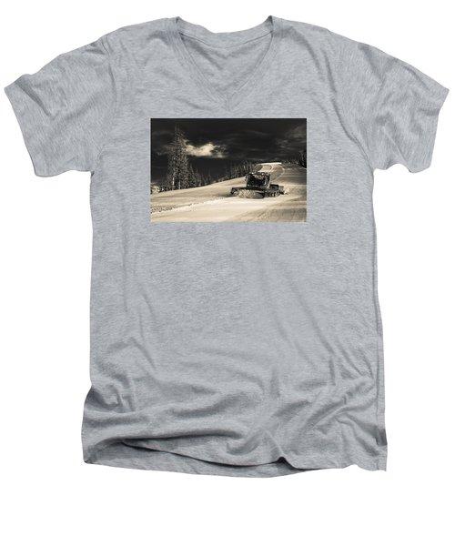 Snowcat Men's V-Neck T-Shirt