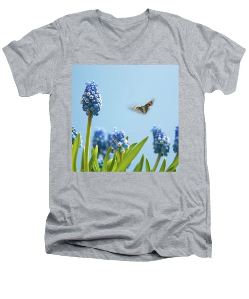 Something In The Air: Peacock Men's V-Neck T-Shirt