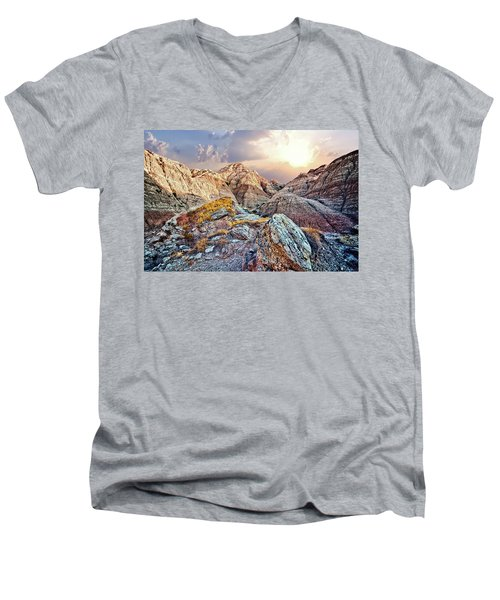 South Dakota 2 Men's V-Neck T-Shirt