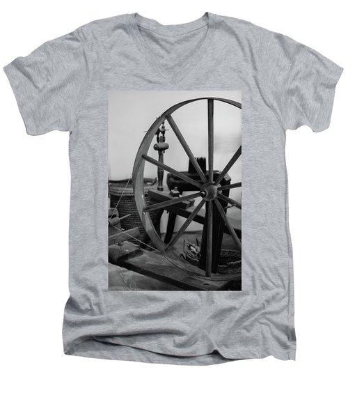 Spinning Wheel At Mount Vernon Men's V-Neck T-Shirt