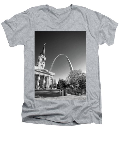 St. Louis Arch Men's V-Neck T-Shirt