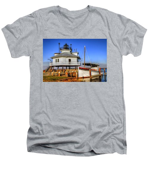 St Michaels Lighthouse Men's V-Neck T-Shirt