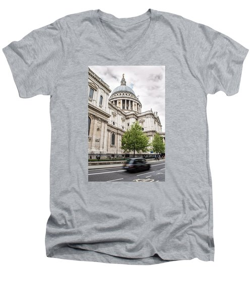 St Pauls Cathedral With Black Taxi Men's V-Neck T-Shirt
