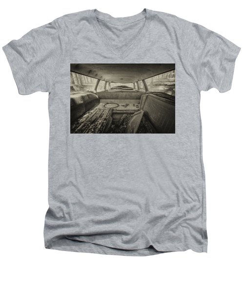 Station Wagon Men's V-Neck T-Shirt