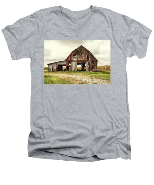Still Standing Ohio Barn  Men's V-Neck T-Shirt