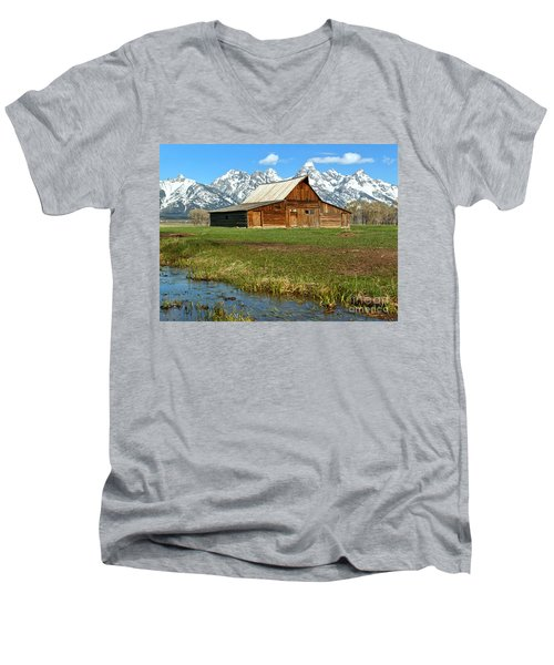 Streaming By The Moulton Barn Men's V-Neck T-Shirt by Adam Jewell