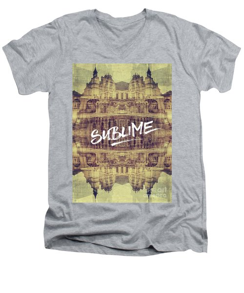 Sublime Fontainebleau Chateau France French Architecture Men's V-Neck T-Shirt