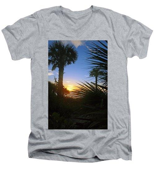 Sunset At Bearefoot Beach In Naples Men's V-Neck T-Shirt