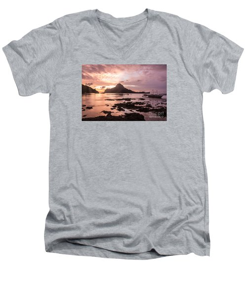Sunset Over El Nido Bay In Palawan In The Philippines Men's V-Neck T-Shirt