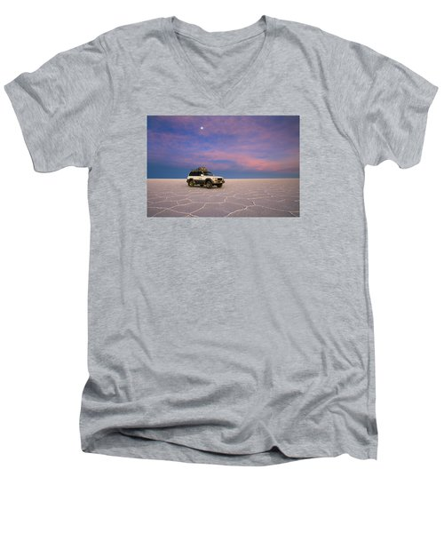 Lake Uyuni Sunset With Car Men's V-Neck T-Shirt