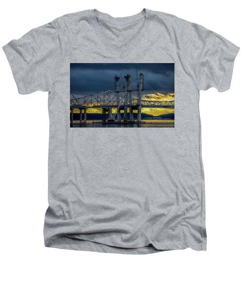Tale Of 2 Bridges At Sunset Men's V-Neck T-Shirt
