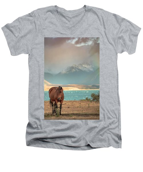 Tekapo Horse Men's V-Neck T-Shirt