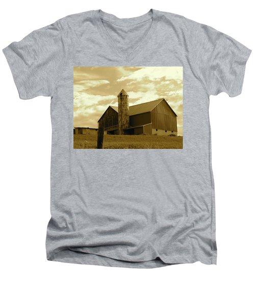 The Amish Silo Barn Men's V-Neck T-Shirt
